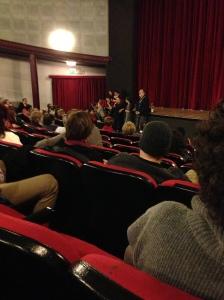 Ecco il momento dopo lo spettacolo con la domande, Carlo Presotto e i componenti del giovane laboratorio teatrale condotto da Ketty Grunchi