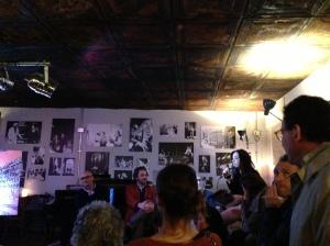 A sinistra Giuseppe Vignato, al centro l'artista Leonida De Filippi e infine, praticamente nascosto, Costantino Vignato. La giovane fanciulla penso che si occupi della parte creativa e organizzativa dello studio