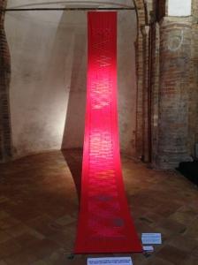 Roso Kyoto, ricerca sulle strutture visuali nascoste (legge B, campo 30, + e - in aumento costante), 1986 Tessuto in fibre naturali tagliato e dipinto