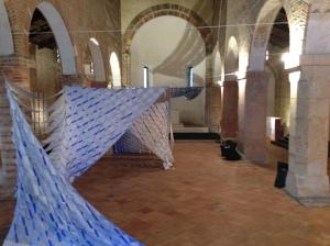 l'ordito trama se stesso, 1983 tela di cotone dipinta, tagliata a strisce in tutta la lunghezza e tessuta con se stessa