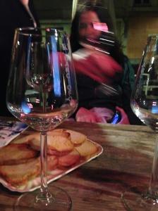 Chiudiamo la serata con un bicchiere di Pigato e crostini con un filo d'olio...