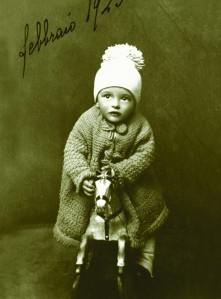 Luigi Meneghello a un anno, nel febbraio 1923. archivio effigie