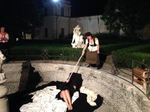 Anna Zago con Federica Omenetto. Anna Zago anche regista interpreta Marianna Charpillon